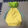 パイナップル柄の布で巾着ポーチを作りました