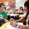 英語とスペイン語のバイリンガル教育導入で、2割の生徒の成績が全教科で向上