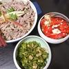 牛しゃぶサラダ、トマトオクラ豆腐サラダ、豚汁