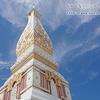 ナコンパノムのおすすめの観光地。ワットプラタートパノムの美しい寺院と仏塔。