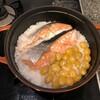 ひとり暮らしのSTAUB挑戦-ぎんなんと鮭の炊き込みごはん-