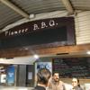 エアーズロックリゾート内のレストラン PioneerB.B.Q.にて牛肉とクロコダイルとカンガルーを食べる