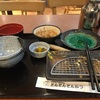 ご飯に味噌汁にキャベツ山盛り。とんかつ屋が大好きな理由