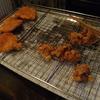幸運な病のレシピ( 1351 )朝:トンカツ、イカカツ、手羽先二度揚げ、イカ焼きテリテリ、塩サバ、鮭、