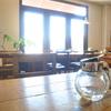 カフェでシロップの容器を34通りで撮ってみた
