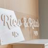 透明感抜群のオシャレでかわいいアクリル看板の製作事例