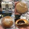 池袋北口平和通り商店街のベーカリーでパンと牛乳を買って自宅で食べる。 at 自宅