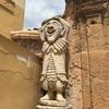 バゲリアのヴィラ・パラゴニアで奇妙な像を見る