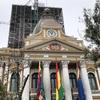 すり鉢状の町・ラパスの町歩きと、反対に時を刻む国会議事堂