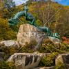 信州 大町市、大町ダムの高瀬渓谷緑地公園にある泉小太郎と犀竜の像2