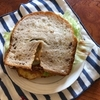 レタスたっぷりのサンドイッチ