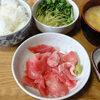 今日の食べ物 朝食にまぐろの刺身