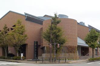 【金沢】「金沢市立泉野図書館」は、DVDや海外資料が豊富!入り口にはパンカフェも!