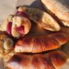 白山市鶴来本町にあるパン屋さん、あさひ屋ベーカリーで塩パン(きなこバターのものも)、蒸しパン(りんご、バナナ)、フレンチトースト。