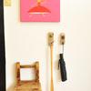 【玄関インテリア】古道具、DIY家具やゴミ雑貨でつくるシンプルな春の玄関