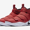 "LeBron Soldier 11 ""University Red"" を発売"