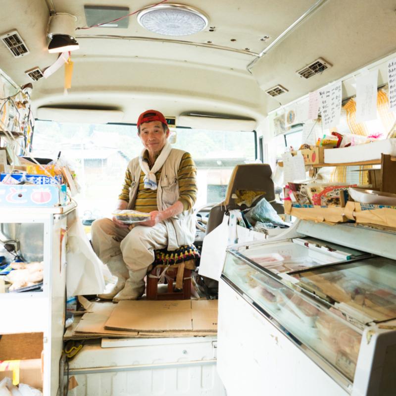 旅で出逢う人−美山の移動式スーパー店主・中島輝彦さん−