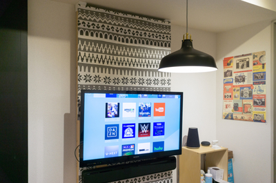 【賃貸DIY】壁掛けテレビの背景布を張り替え。モダンな冬デザインへしてみました。