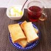 トースト、バナナヨーグルト、紅茶。