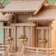 専用の神棚入れも用意している尾州桧で作る屋根違い三社の神棚