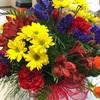 誕生日プレゼントにお花を購入… アメリカの生花のアレンジってとってもカラフルで日本と随分違いますね…