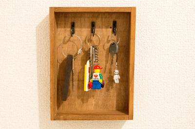 【賃貸DIY】200円ちょっとで作る!玄関の鍵掛けをつくって鍵の定位置を作ってみたよ[セリア]