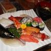 毎日繰り広げられる親子料理バトル。その旨さの秘密を一握り味わいました。大市寿司。
