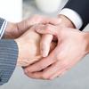 握手で主導権を取れ