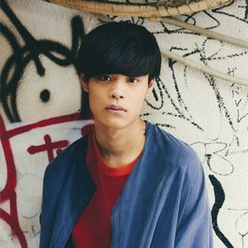 """竹内唯人の新曲「Only Me」をLINEのプロフィール画面BGMに設定で、本人サイン入り""""BROWN LEDタッチランプ""""が当たるキャンペーン!"""