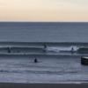 ウネリ入り、サーフィン楽しめてます。波情報 湘南鵠沼 9/14
