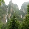層雲峡にある銀河の滝と流星の滝は双瀑台まで登れば2つ同時に観賞可能!