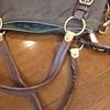 プラダのショルダーバッグの修理;「革の持ち手が破れて芯が出ている」・・・K's factory