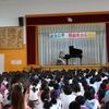 瀬谷さくら小学校でミニコンサート!校歌「大きな翼」を大合唱。