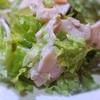 鶏ハムとサニーレタスのサラダ、カスタード、エストラゴン風味