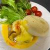 エッグベネディクトと豚肉の冷しゃぶサラダ