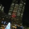 東京都庁、赤いライトアップ
