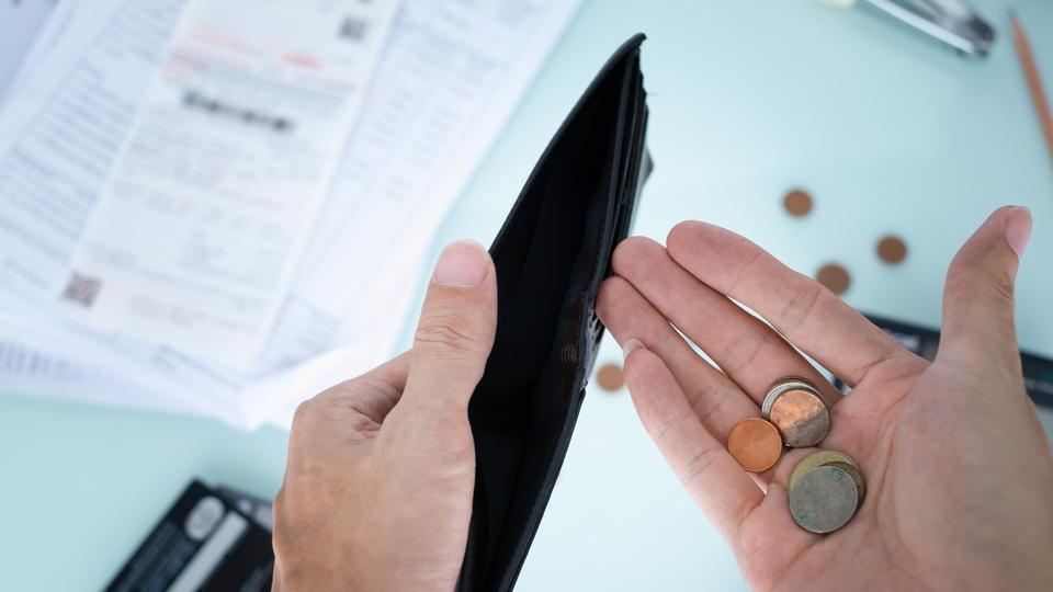 約3人に1人は貯金がない!?【年代・年収別】貯金ゼロの割合と賢く貯めるコツ