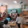 チームチャレンジ プレゼントづくり (6年生:音楽室で歌)