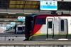 高松駅 「駅名標」と列車