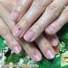 乾燥しがちな手肌にも潤いのある印象に♡大人気のうる艶カラー!くすみピンクのワンカラーネイル☆