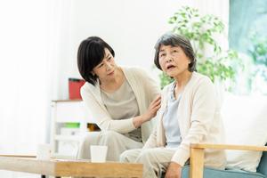 認知症の母が、最近怒りっぽくなり、文句ばかり言うので困っています。毎日文句を言われるのは辛いです。なぜこうなってしまったのか、どのように対応したらいいのかを教えてください。