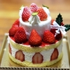ルタオで2段のクリスマスケーキを買ったよ。ケーキにロウソクつける?つけない?