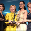 【敗北宣言後】ケイティ・ペリーの授賞式にヒラリーがサプライズで登場!【公式の場では2度目】