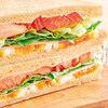 【セブンイレブン】フレッシュな野菜が楽しめる「たっぷりトマトの彩り野菜サンド」