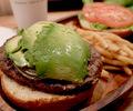 クア・アイナ(KUA`AINA)の大きなアボカドバーガーを食べに行ってきました