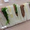 今日のランチは大失敗! スーパーの三角サンドイッチ 容器に要注意!
