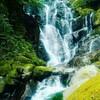 いまや糸島の一大観光地「白糸の滝」