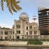 広島平和記念公園 色づく木々 黄色が鮮やかな銀杏、ホッと ひと休み、「原爆ドーム」と「平和の灯火」