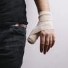 【ベンチプレス】握り方とコネる癖が原因!親指の付け根が痛い理由とは?