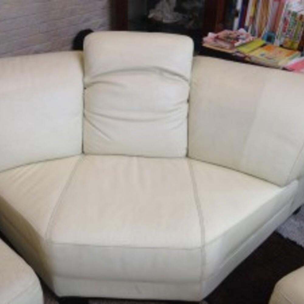 長年使用した白いソファーの修理で出会った彼女のさりげない優しさ